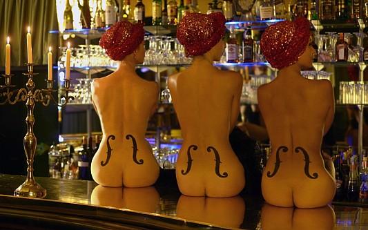 Picturesque Burlesque a la Parisienne